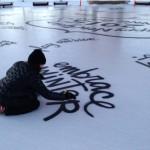ฉลองปีใหม่ด้วยการเพ้นท์บนพื้นน้ำแข็ง…สวยและเย็นไปทั้งฟลอร์