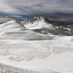เดินย่ำหิมะสร้างภาพศิลปะ! Snow Art โดย Simon Beck