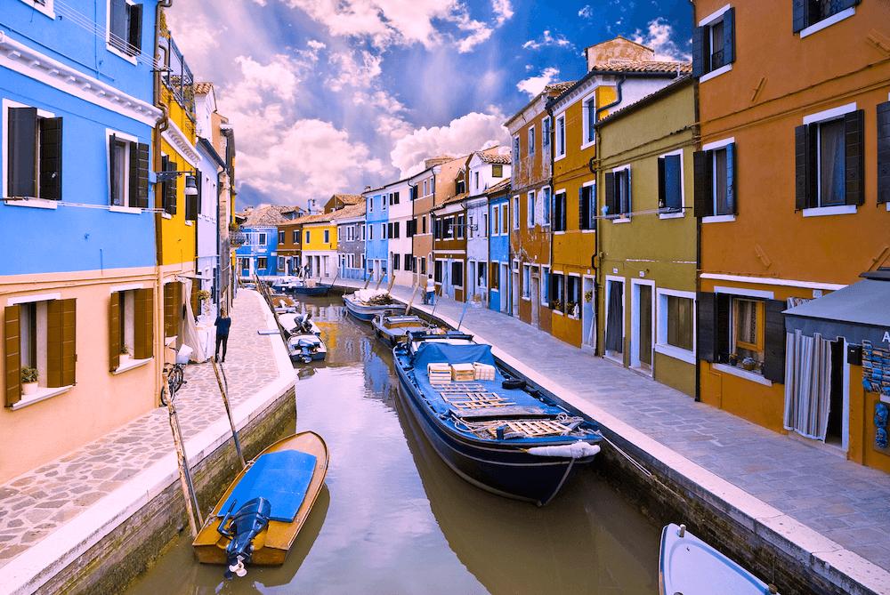 แสงสีของเมืองเวนิส ในมุมมองของผู้มีอาการมองเห็นสีแดง และเขียวไม่สมบูรณ์