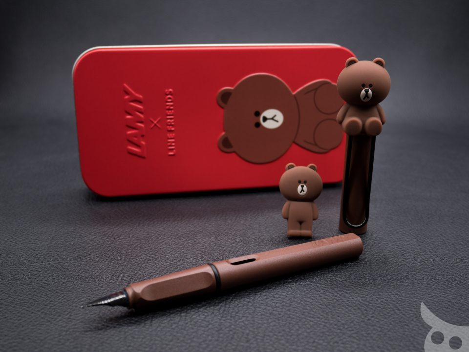 lamy-x-line-friends-brown-in-red-01