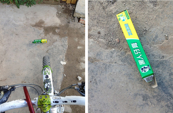 Weeny หยิบปากกา และกระดานรองวาดใส่กระเป๋า ตะเวนขี่จักรยานในย่านเมืองเก่าในต้าหลี่ ตามหาเศษกล่องกระดาษมาเป็นอุปกรณ์วาดรูปสุดฮิป ที่มา : borepanda.com