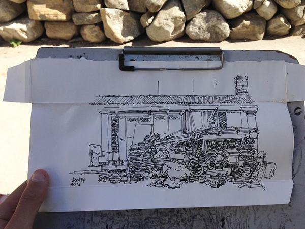 เศษกระดาษไร้ค่า กับกระดานรองวาด ปากกาคู่ใจ แค่นี้ก็ได้ภาพบรรยากาศเมืองที่สวยงาม ที่มา : Borepanda.com
