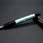 ปากกาพ่อนกกระทุงหินอ่อนเขียว Pelikan Classic M200 : Green Marble